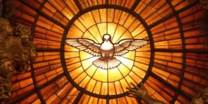 vitrail-avec-colombe-du-st-esprit-eglise-st-pierre-de-rome-c-wikipedia